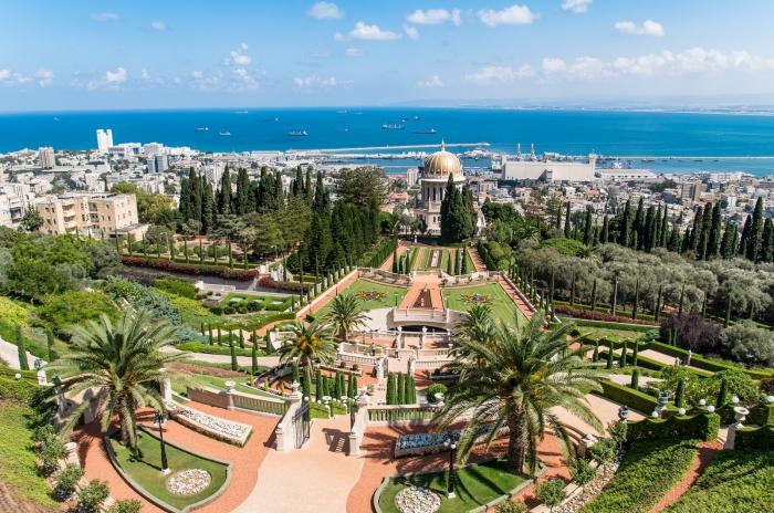 Общий вид садов и храма