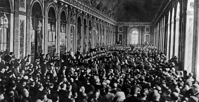 Конференция в Зеркальном зале Версаля в 1919 году