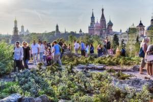 Прогулка в парке Зарадье в Москве