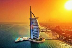 Бурж-аль-Араб - самый известный отель в Дубай